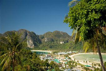 Ko Phi Phi Island's Romantic Beaches: Great Sightseeing for Honeymooners